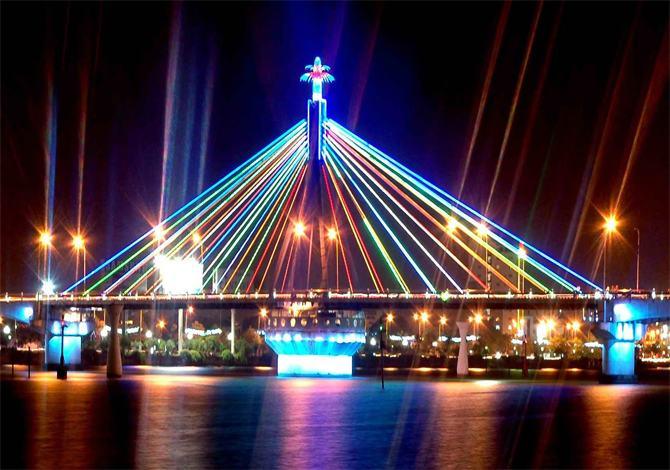 Cầu quay Sông Hàn thành phố Đà Nẵng