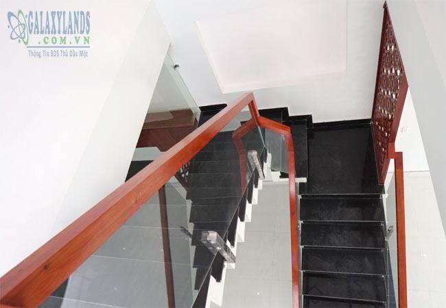 Khu vực cầu thang nhà Hiệp Thành, Thủ Dầu Một