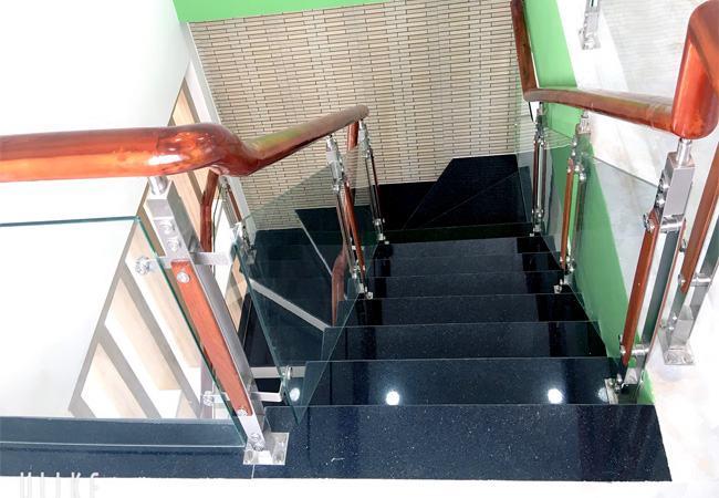 Cầu thang lên xuống nhà bán phường Phú Hòa
