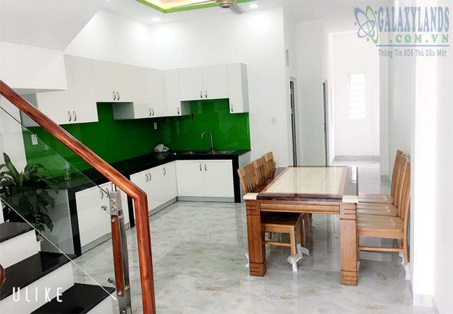 Khu vực nhà bếp bố trí đầy đủ nội thất