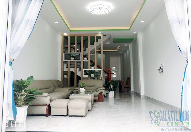 không gian phòng khách nhà Phú Hòa hẻm Nguyễn Thị Minh Khai