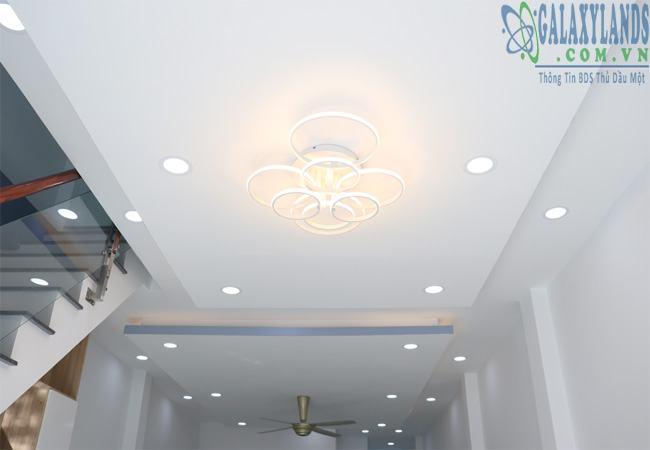 Đèn trùm đẹp lung linh nhà Phú Hòa