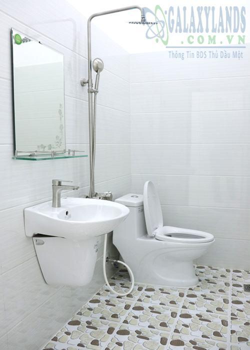 Nhà vệ sinh nhà bán hẻm 296 Nguyễn Thị Minh Khai, Phú Hòa