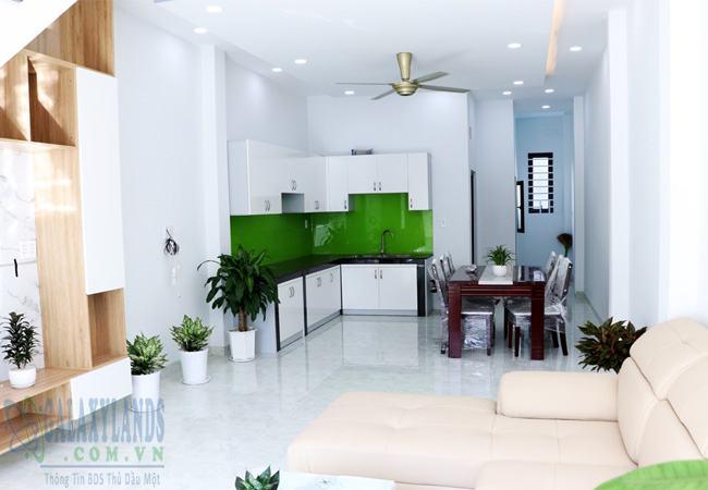 Góc chụp không gian phòng khách nhà khu 3 phường Phú Hòa